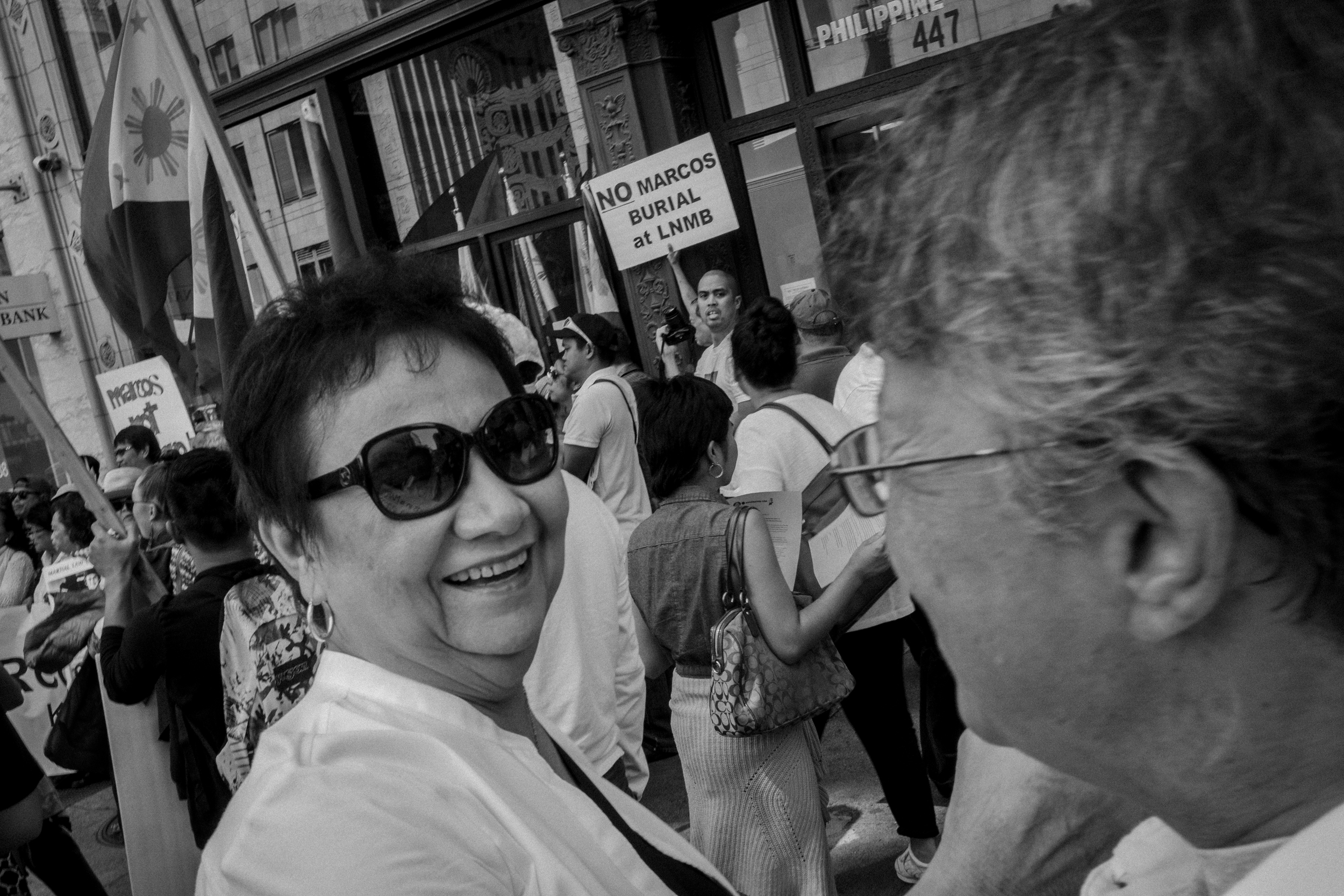 OLD TIMES. Sorcy Apostol of Sacramento excited to see fellow former activist Melinda Paras. Photo by Rick Rocamora