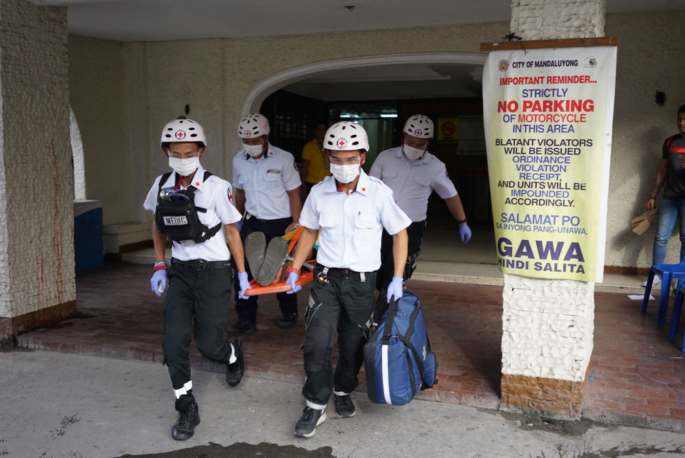 JUST A DRILL. Responders simulate a fire scenario inside the Mandaluyong Legislative Building. Photo by Martin San Diego/Rappler