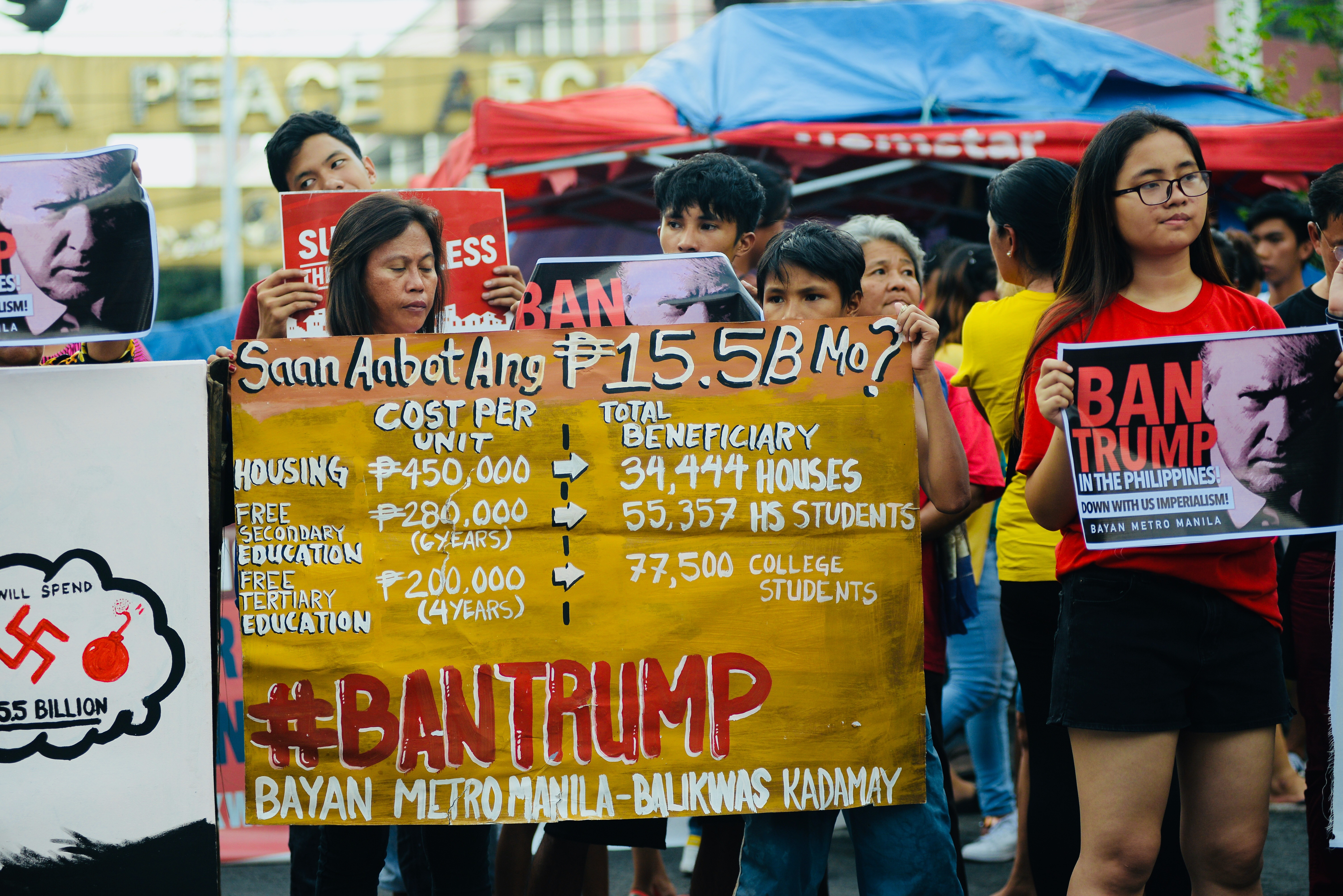 BASIC SOCIAL SERVICES. According to Kadamay, the P15.5 billion budget for the ASEAN summit could fund the creating of 34,444 low-cost housing or send 55,357 high school students and 77,5000 college students to school. Photo by Maria Tan/Rappler