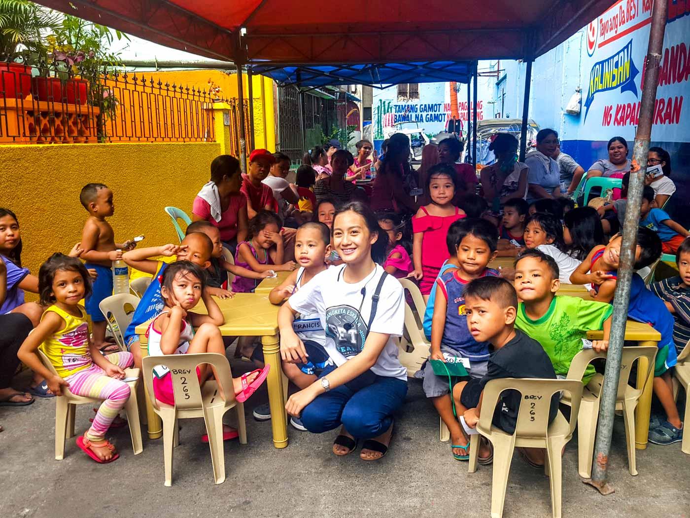 NEXT LEVEL. Dara Mae Tuazon with her Bangketa Eskwela students. Photo by Gaby N. Baizas