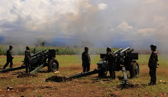 ATTACK. Philippine troops fire their 105mm howitzer cannons towards enemy positions from their base near Butig town in Lanao del Sur on November 27, 2016. File photo by AFP