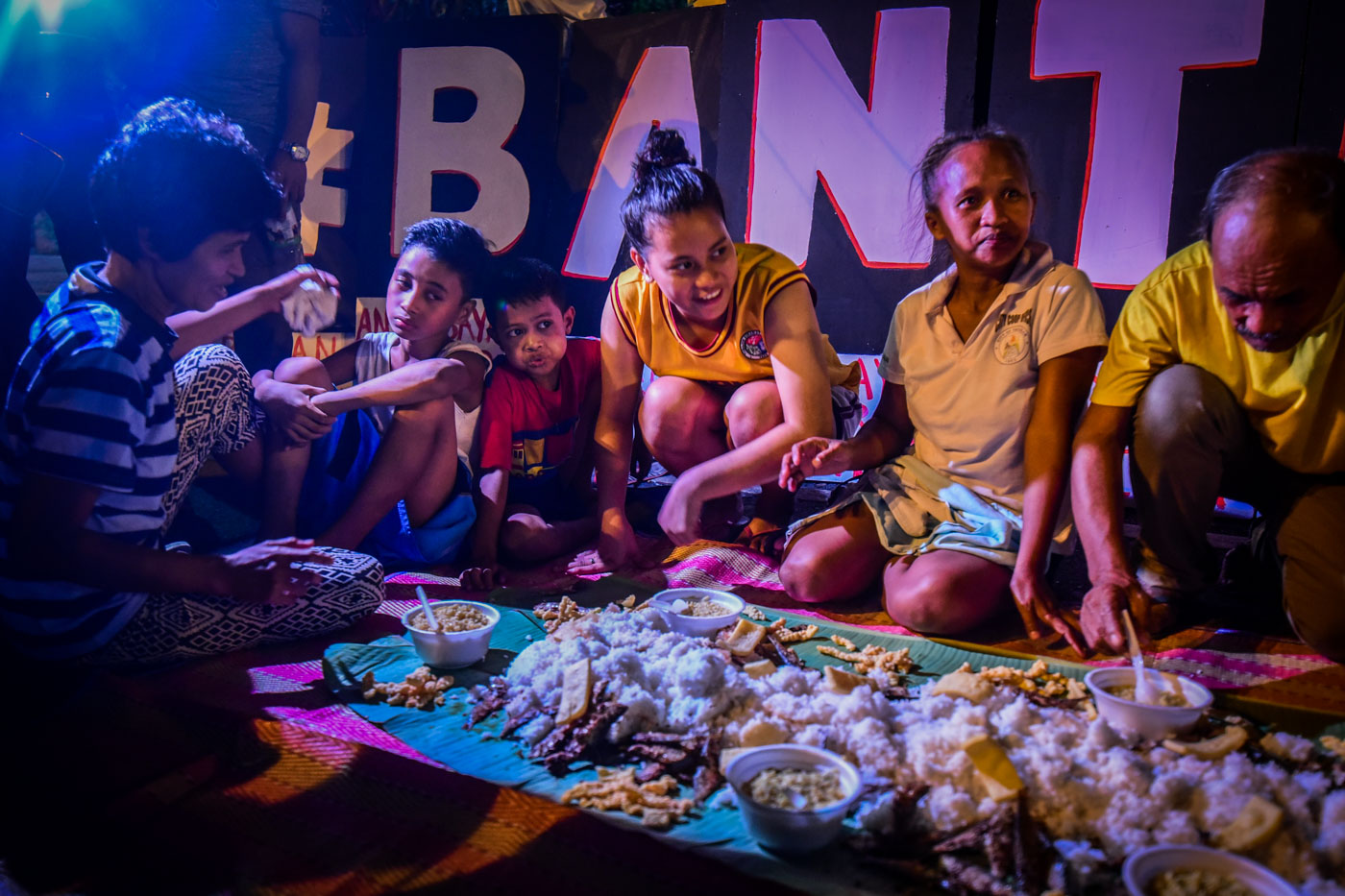 DINNER. Their dinner is composed of steamed rice, dried fish, fish crackers, and instant noodles. Photo by Alecs Ongcal/Rappler
