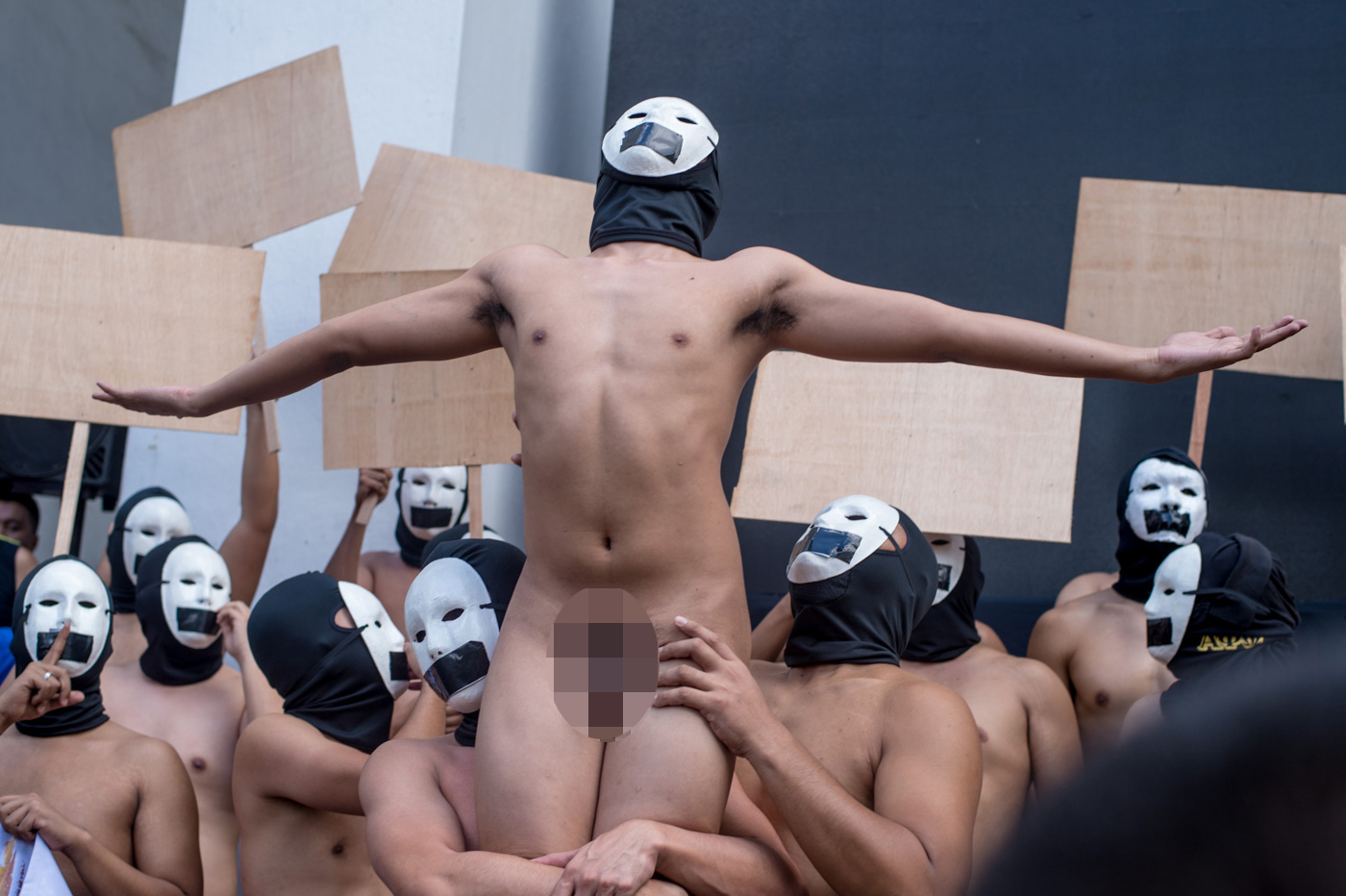 OBLATION. An Alpha Phi Omega (APO) fraternity member replicates UP's Oblation statue during the annual Oblation Run in the University of the Philippines Diliman on February 8, 2019. Photo by Lisa David/Rappler