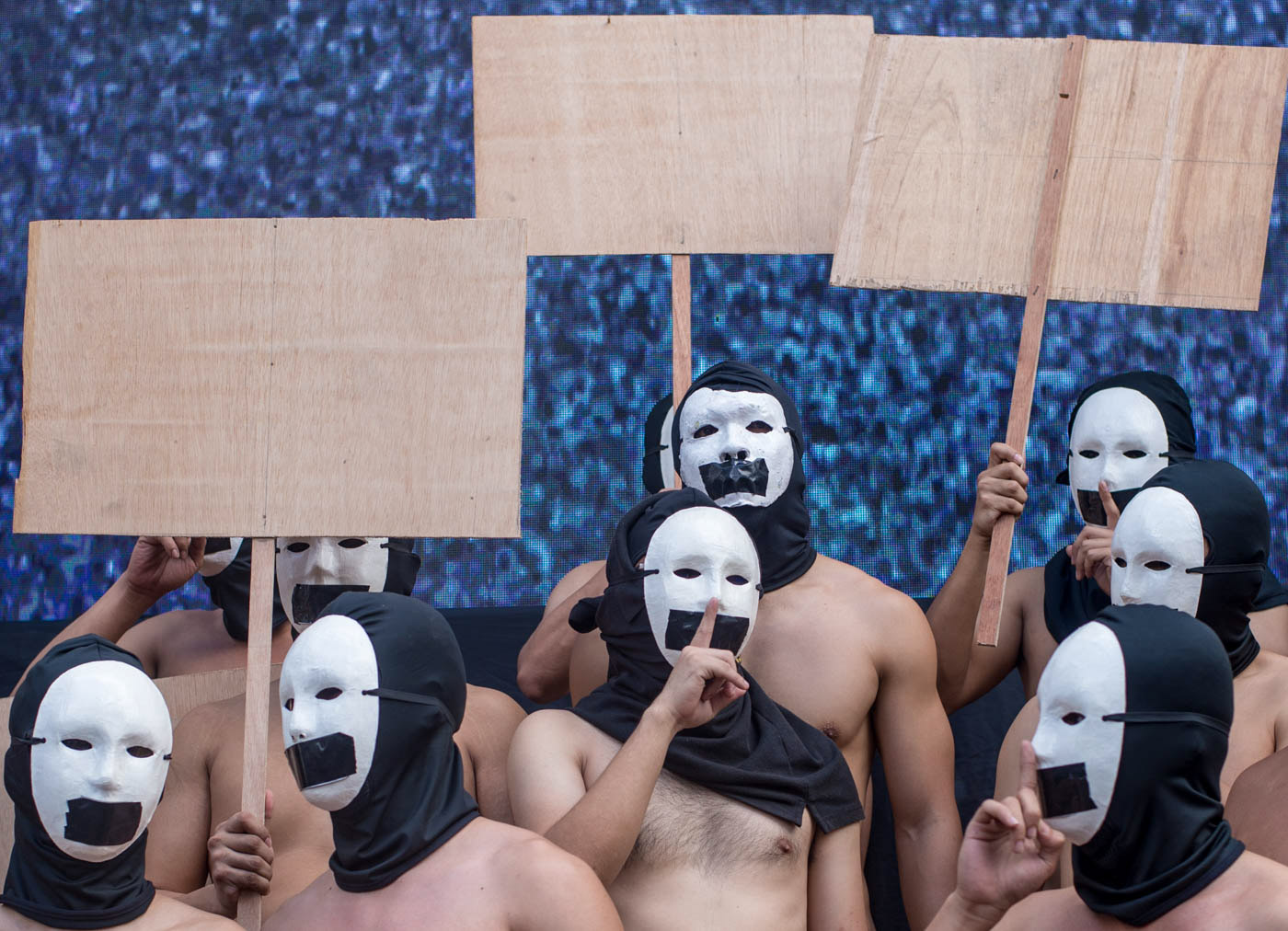 BLANK. Alpha Phi Omega (APO) fraternity members carry blank placards to allow people to voice out their own messages during the Oblation Run at the University of the Philippines-Diliman on February 8, 2019. Photo by Lisa David/Rappler