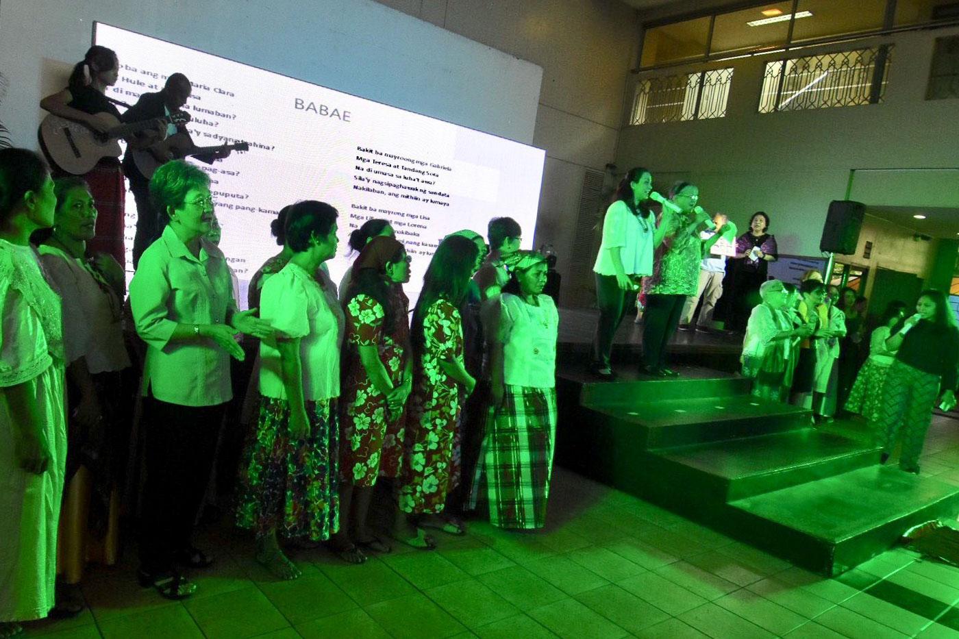 SONA. Participants sing Babae during a community singing at the #EveryWoman SONA ng Kababaihan event at the UP Bahay ng Alumni held on July 16, 2018. Photo by Angie de SIlva/Rappler