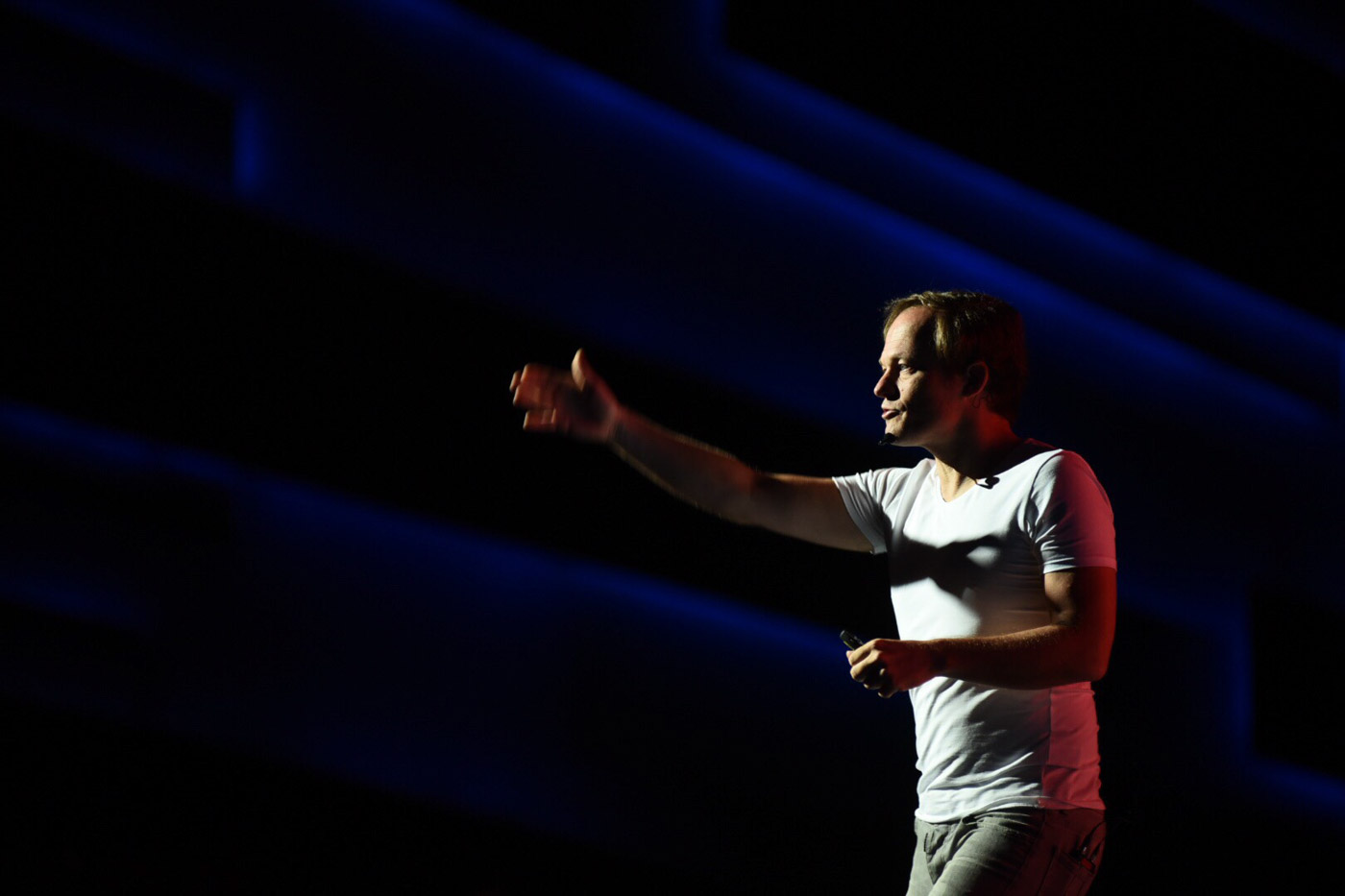 """FORWARD THINKING. Yuri Van Geest, the co-author of """" Exponential Organizations"""" discuees the lessons from his book and the coming singularity to kick off #ThinkPH 2016 on July 21. Photo by Martin San Diego/Rappler"""