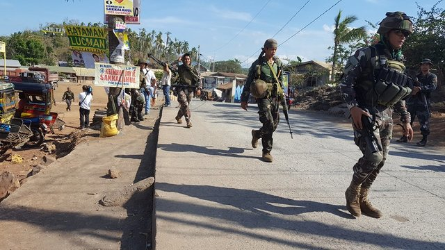 AFTERMATH. Army soldiers arrive in Basilan to reinforce military troops after the April 9 clash. File photo by Richard Falcatan/Rappler