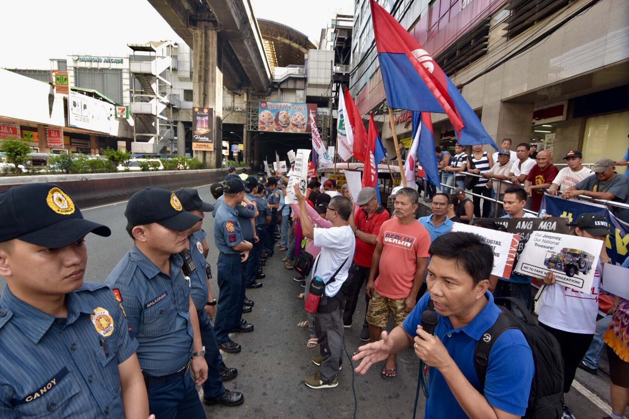 PROTEST. Transport group PISTON leads protest against the PUV modernization program in Cubao, Quezon City on October 16, 2017. Photo by LeAnne Jazul/Rappler