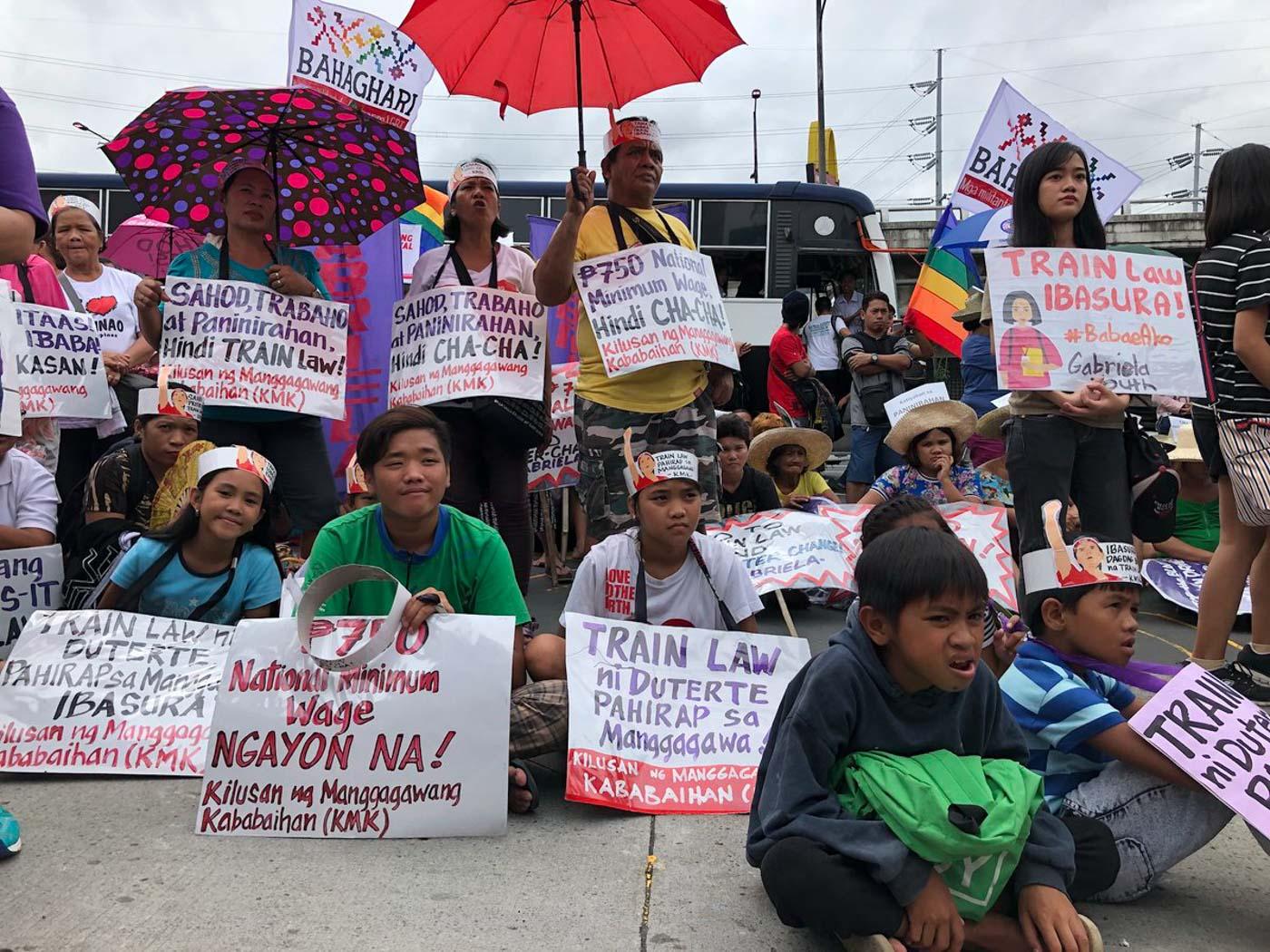FILIPINO WOMEN. Members of the #BabaeAko movement join the United People's SONA on Monday, July 23, 2018. Photo by Samantha Bagayas/Rappler
