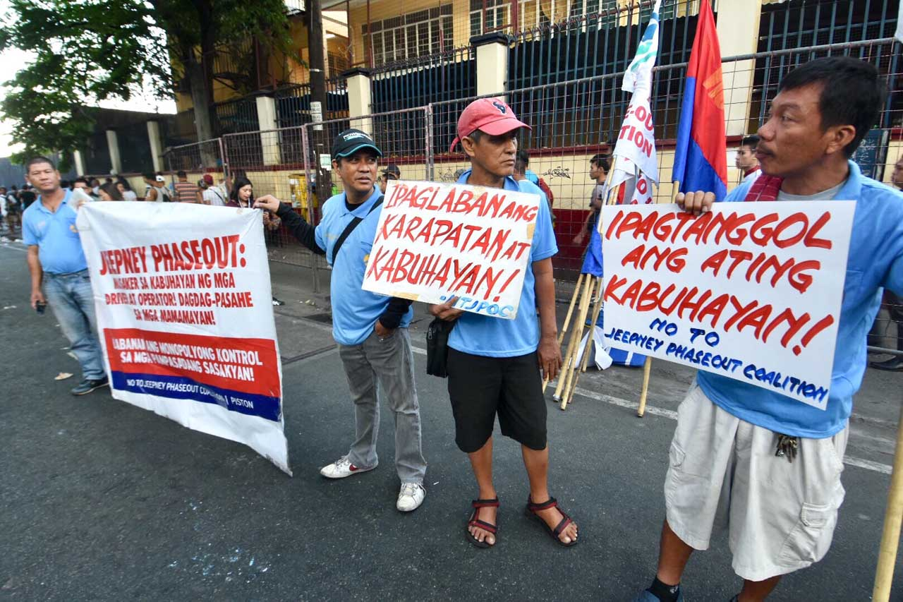 Members of Piston arrived infront of Cubao Elementary School around 6:00am. Photo by Angie de Silva/Rappler
