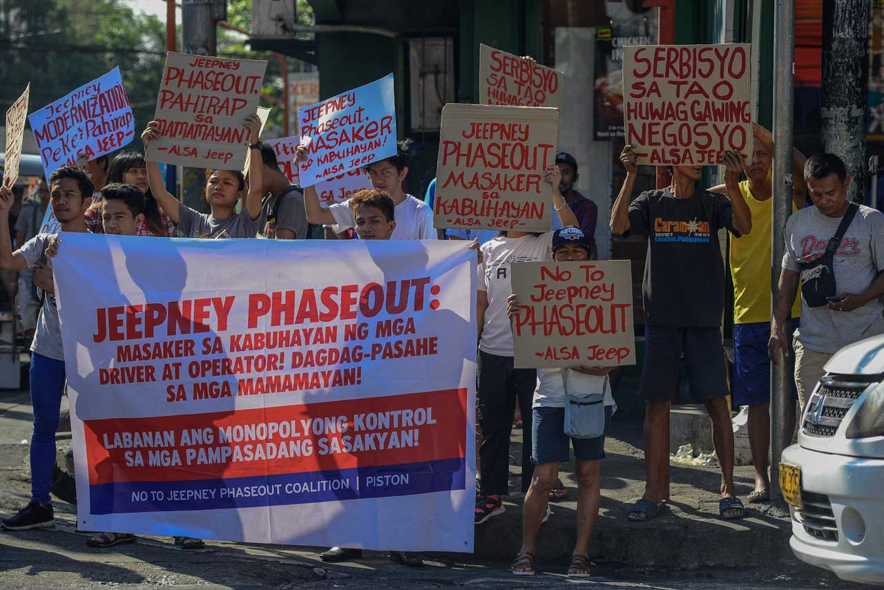 Local sectors, workers show support to the transport sector's call against jeepney phase out in España, Manila. Photo by Maria Tan/Rappler