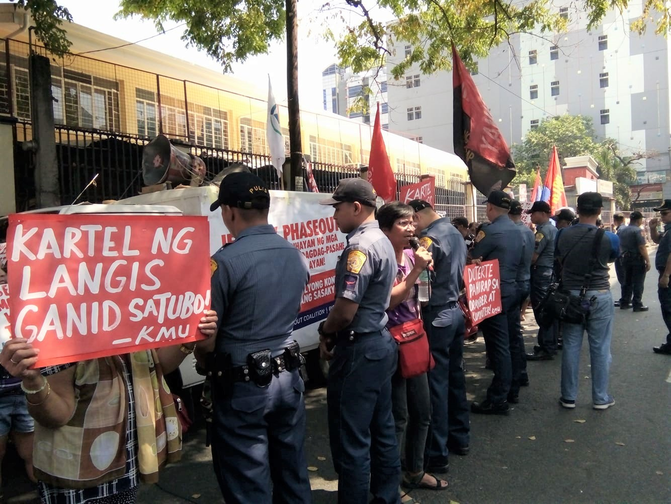 QCPD placed around 20-30 police on full alert during the transport strike protest in Aurora Blvd, Cubao, Quezon City. Photo by Abigail Abigan/Rappler