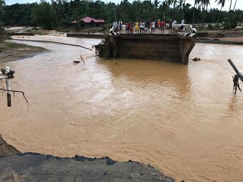 Kapalong - Talaingon - Valencia Road, K1574+800, San Fernando, Bukidnon. Closed to traffic due to soil collapse