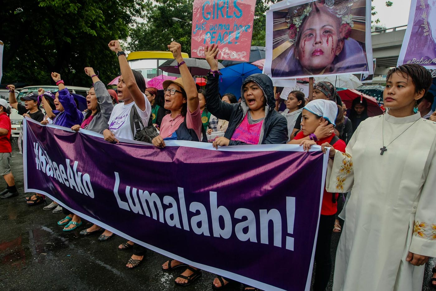 I AM A WOMAN. #BabaeAko members march from Luneta to Liwasang Bonifacio to join the Independence Day protests on June 12, 2018. File photo by Jire Carreon/Rappler