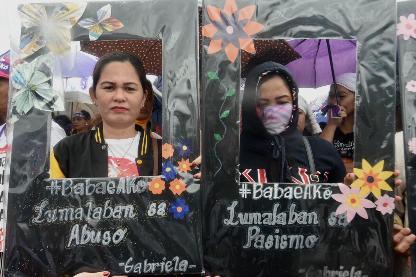 CREATIVE PROTEST. Different from the typical rallies characterized by loud chants, Filipino women use artwork to protest against Duterte's misogyny and sexism. Photo by Angie de Silva/Rappler
