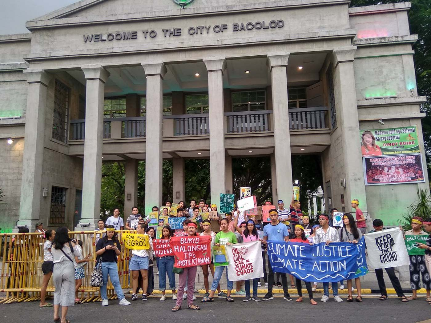 CALL FOR CLIMATE ACTION. Protesters converge at the Bacolod City public plaza. Photo by Joey Baldonado/Rappler