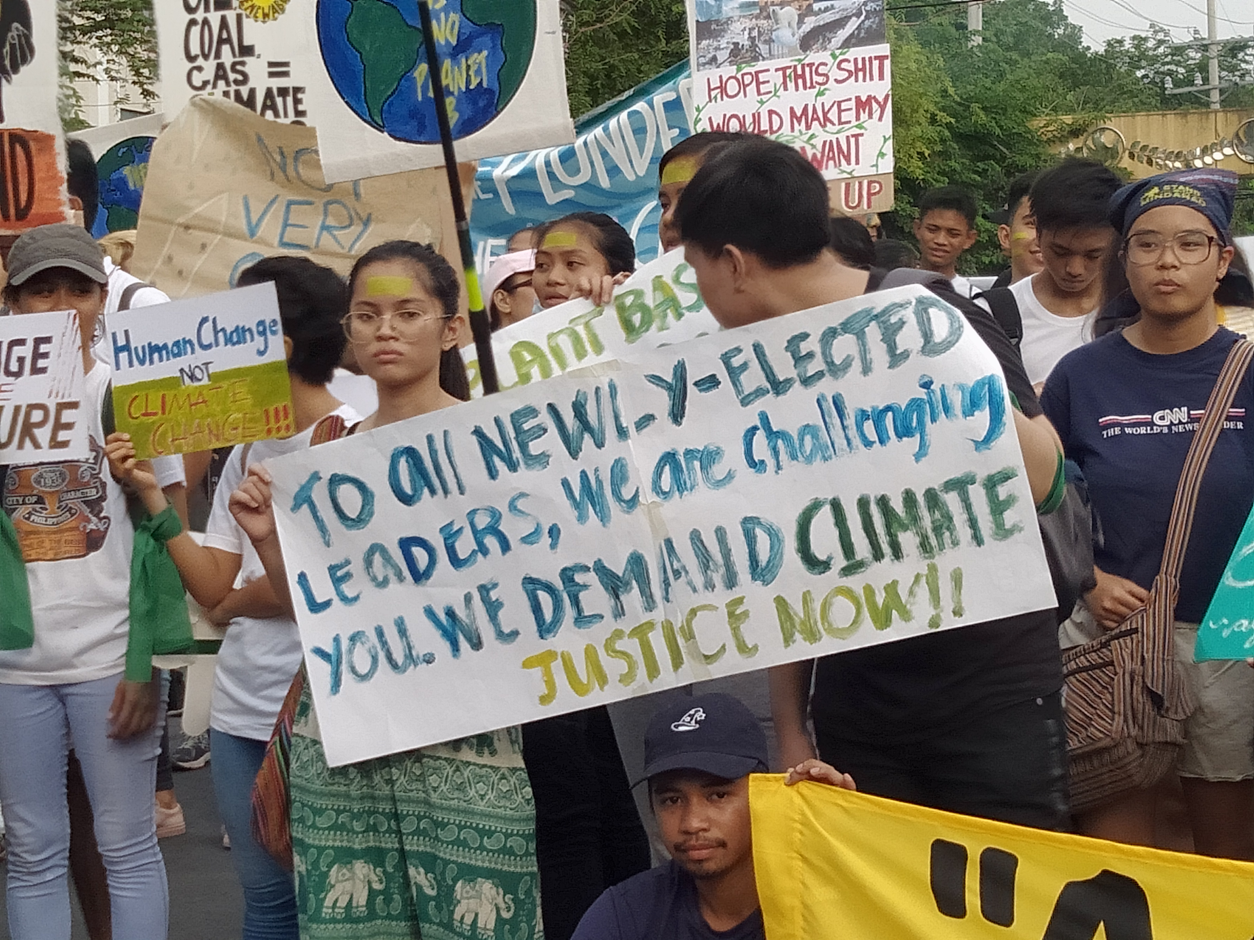 CHALLENGE TO POLITICIANS. Youth climate advocates urge newly elected leaders to push for an environmental agenda. Photo by Cherline Trajano/Rappler