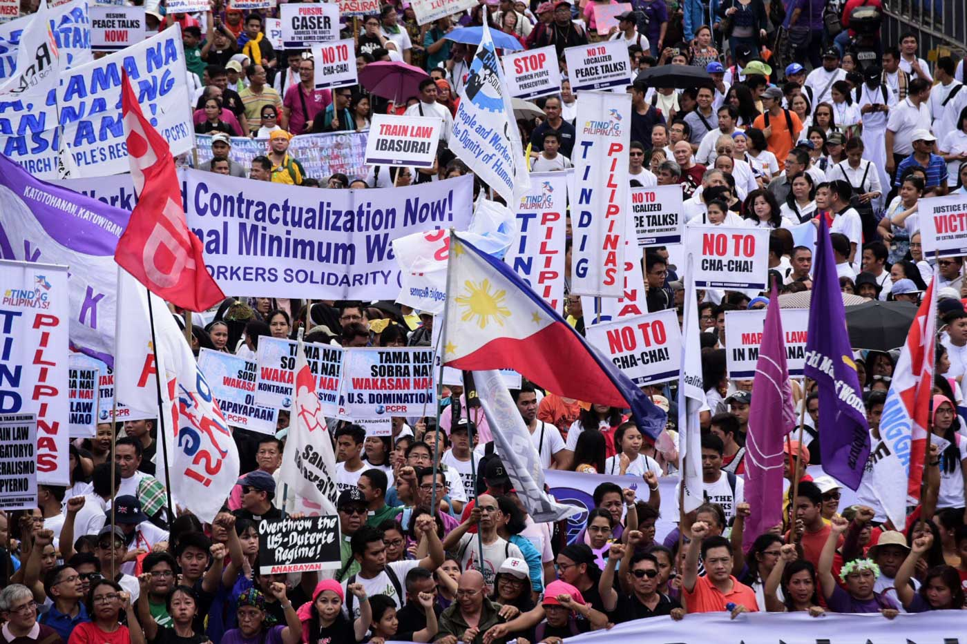 MARCH. Protesters march towards Batasan along Commonwealth Ave., Quezon City for the United People's SONA during President Duterte's 3rd State Of The Nation Address. Photo by Alecs Ongcal/Rappler