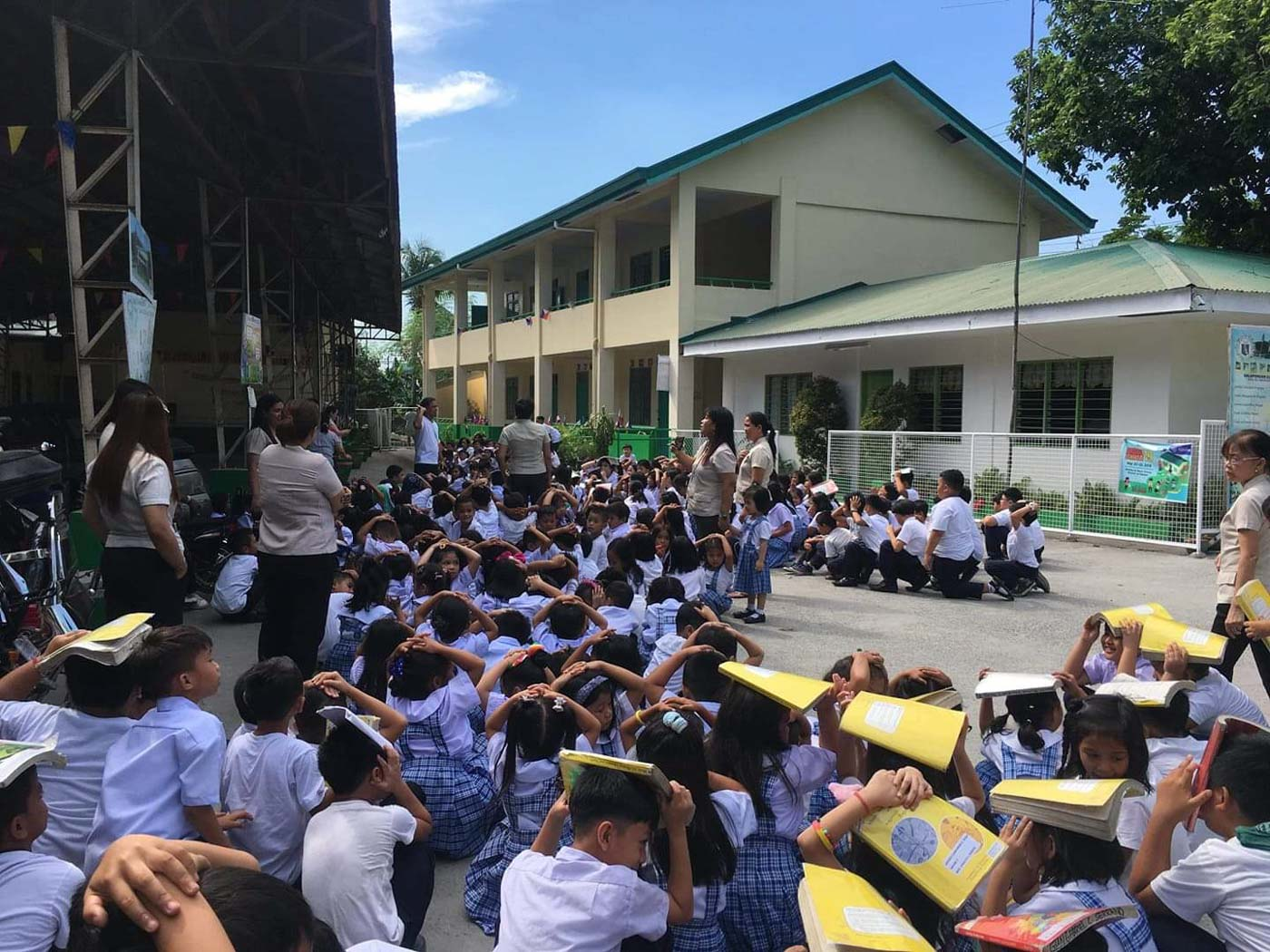 PARTICIPATE. Salapungan Elementary School students in Angeles City, Pampanga. Photo by Helen Juguilon