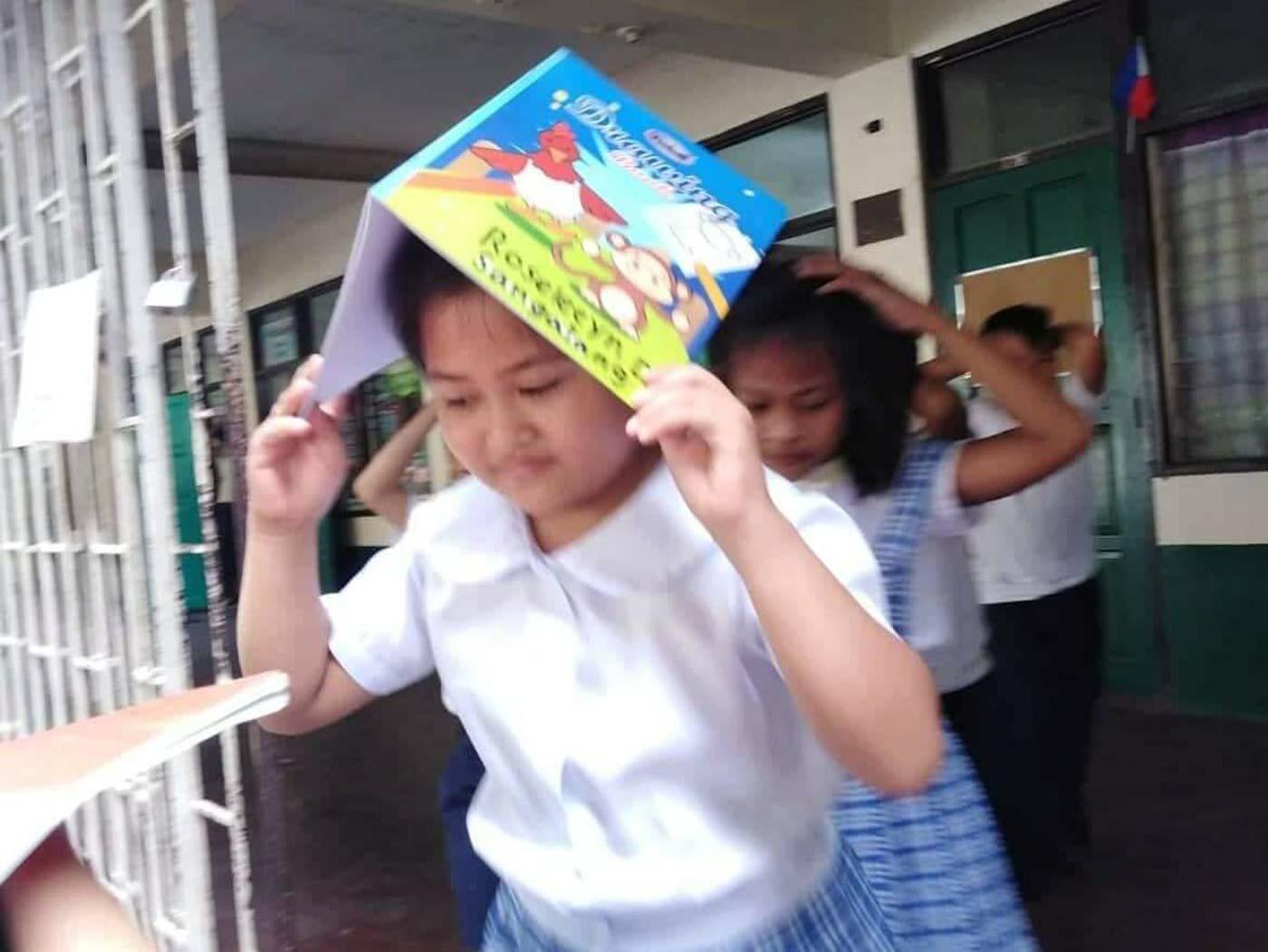 EVACUATE. Pupils of Salapungan Elementary School in Angeles City, Pampanga. Photo by Helen Juguilon
