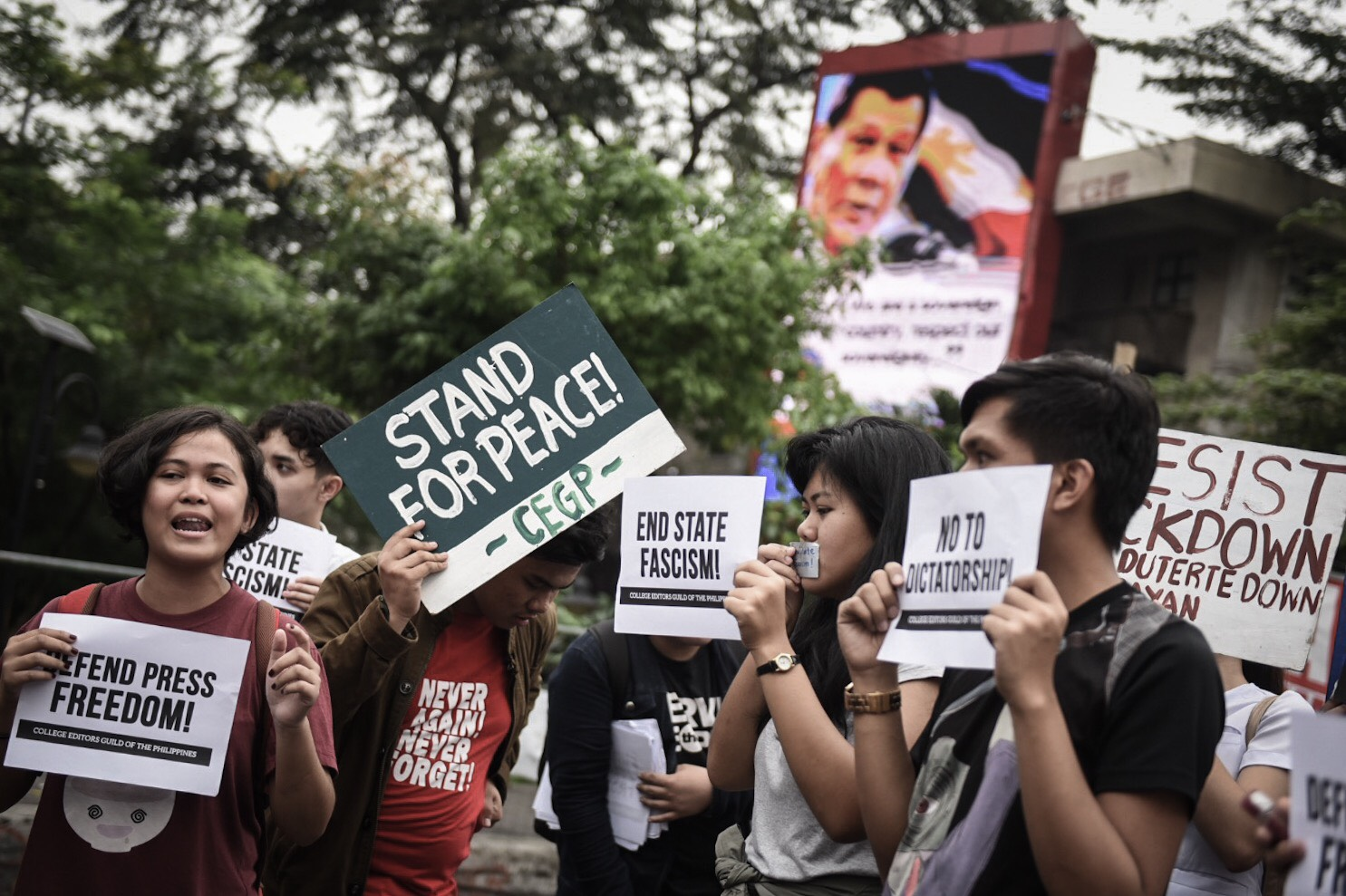 DEFEND PRESS FREEDOM. Campus journalists from CEGP call for the protection of press freedom from the oppression of the Duterte administration in front of the Mendiola Peace Arch on January 17, 2018. Photo by Alecs Ongcal