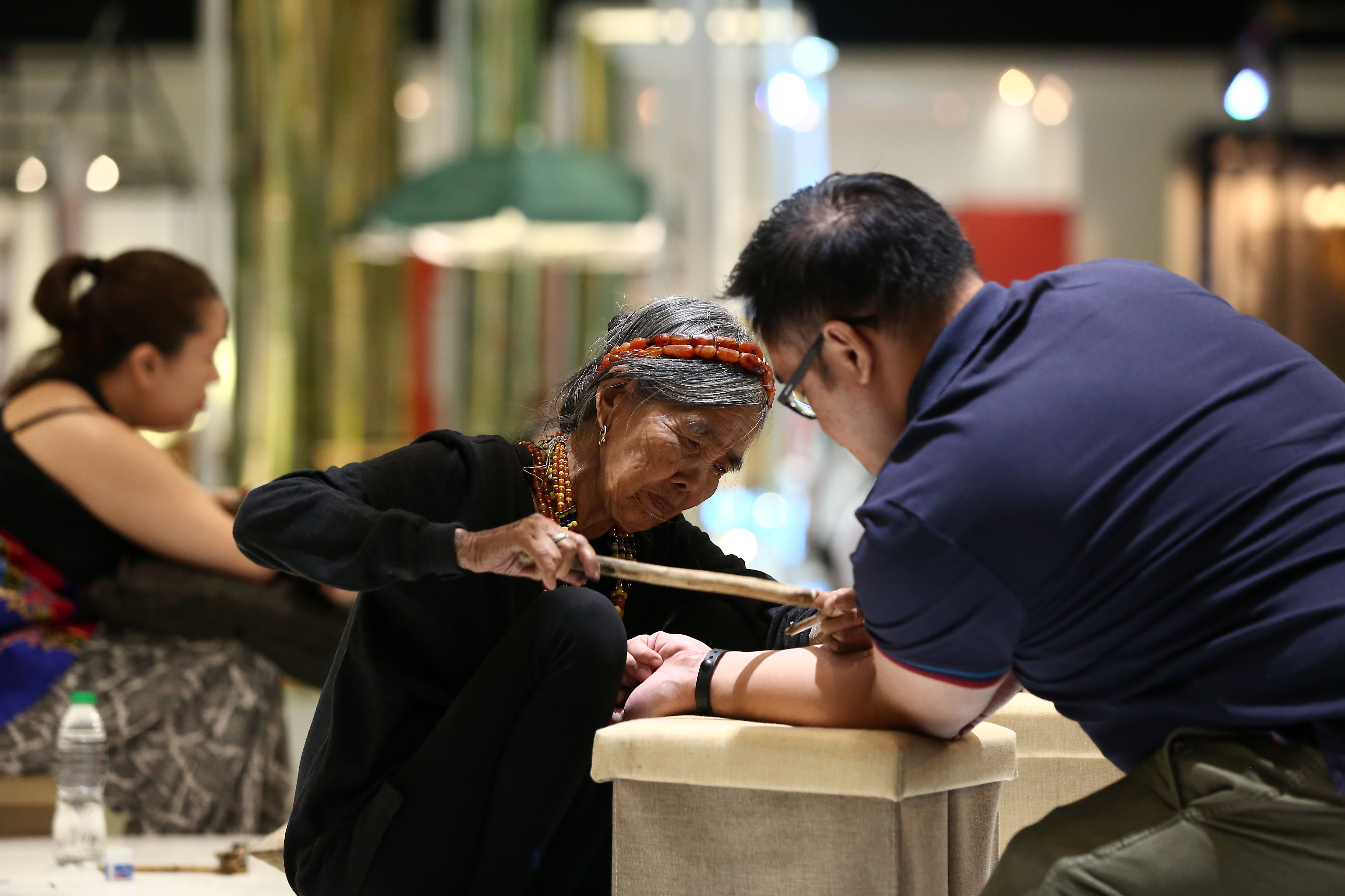MANILA VISIT. Whang Od conducts live tattoo session at the trade event held at the World Trade Center, Pasay, Manila. Photo by Ben Nabong