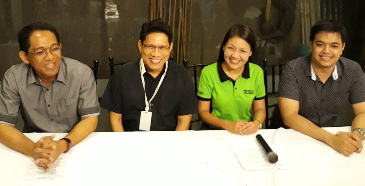 LA SALLE'S PRIDE. Bar examination 2017 topnotcher Mark John Simondo (right) holds a press conference in Bacolod City on Thursday night, April 26, 2018, hours after the Bar exam results are announced. He is with (from left) former University of Saint La Salle College of Law dean Ralph Sarmiento, USLS president Brother Kenneth Martinez, and USLS College of Law dean Rosanne Juliana Gonzaga. Photo by Marchel P. Espina/Rappler