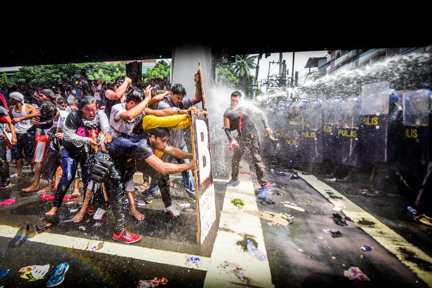 RIOT. Protest action goes violent after protesters attempt to break the police barricade. Photo by Alecs Ongcal/Rappler