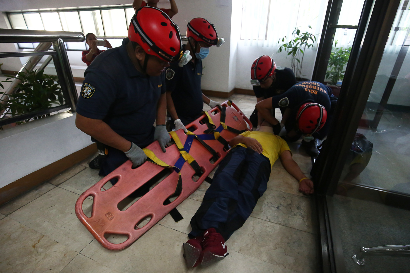 RESCUE. Responders 'rescue' a mock victim in one of the simulations during the earthquake drill. Photo by Ben Nabong/Rappler