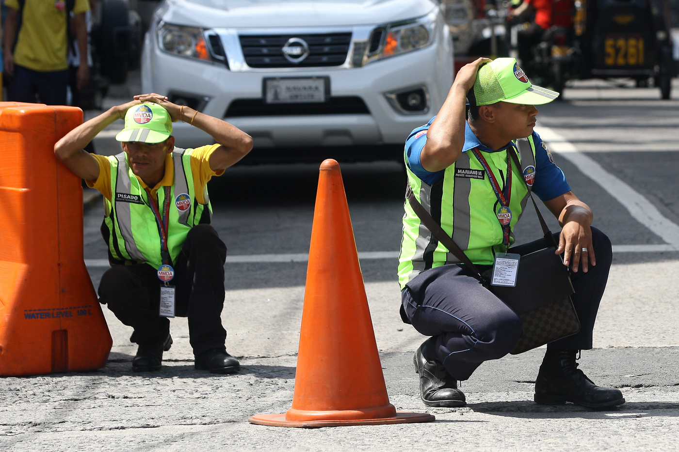 TRAFFIC ENFORCERS. MMDA traffic enforcers participate in the earthquake drill in Makati City on June 29, 2017. Photo by Ben Nabong/Rappler