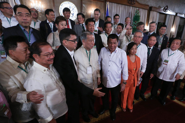 FOR SULU'S FUTURE. Businessmen, government officials, and NGOs pledge support for the Duterte administration's 'Save Sulu' program. Photo from PPD