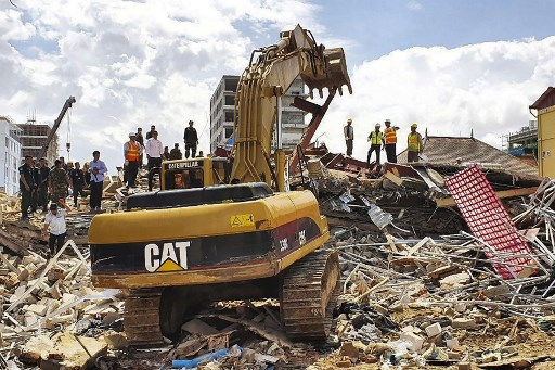 Land Of Dead Will Continue To Welcome >> 7 Dead In Cambodia Building Collapse