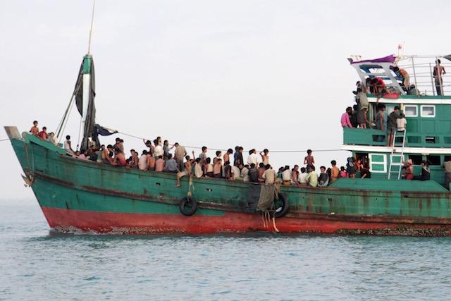 http://assets.rappler.com/3E618760326B4247B205FB5DD933980C/img/D7AC705B973B405BBA0CFF8195D54CCC/epa-20150520-indonesia-rohingya-refugees-001-640.jpg