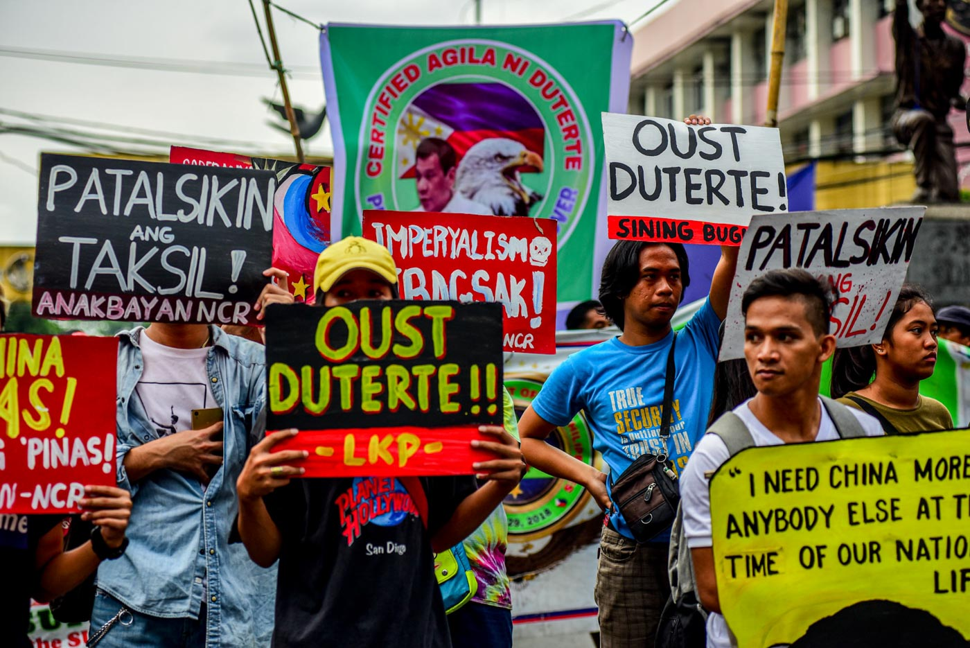 DEFEND. Protesters rally at Mendiola in Manila on the anniversary of the declaration of the Hague ruling to continue to press the government to act on Chinese incursions at the West Philippine Sea on July 12, 2019. Photo by Maria Tan/Rappler