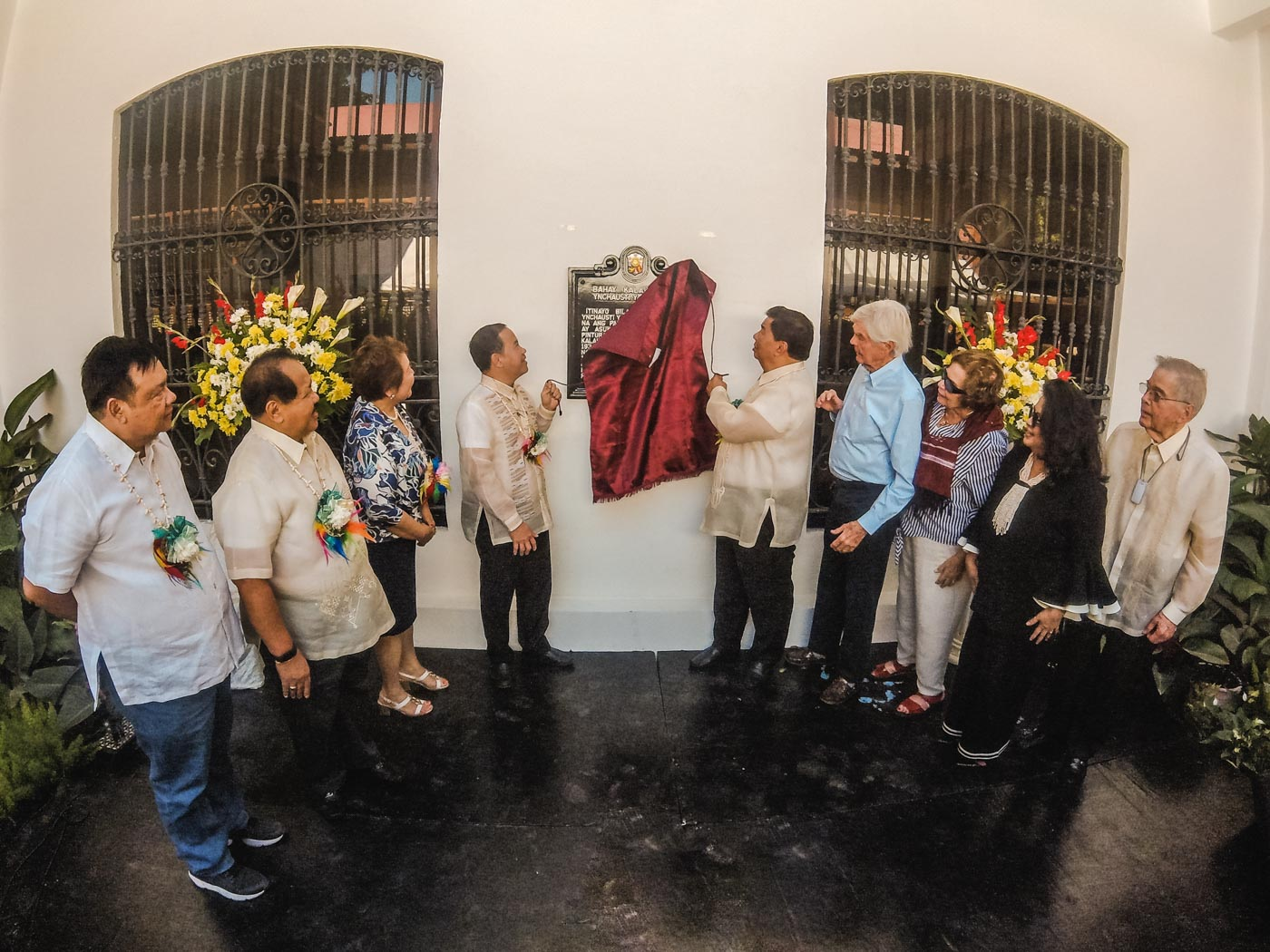 LANDMARK. NHCP Chairman Rene Escalante (4-L) and Senator Franklin Drilon (5-L) unveil the historical marker of the museum, along with other officials. All photos by Carl Don Berwin/Rappler