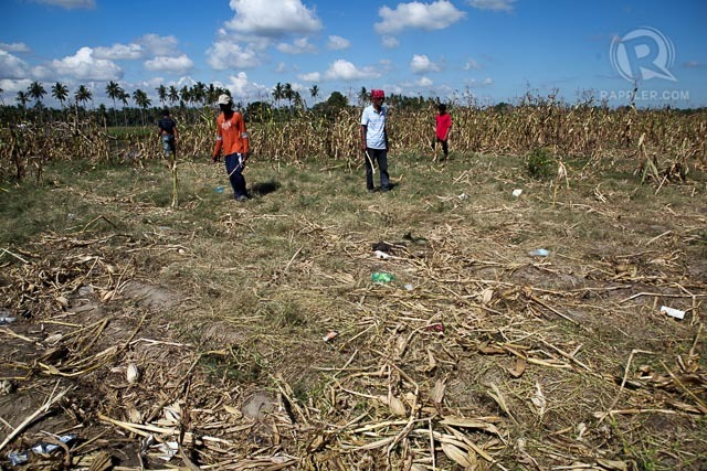 In this file photo, residents survey January 28, 2015 the scene in Tukanalipao, Mamasapano Maguindanao where 44 SAF members died and 11 others wounded during a clashed with combined forces of MILF and BIFF. Rappler file photo