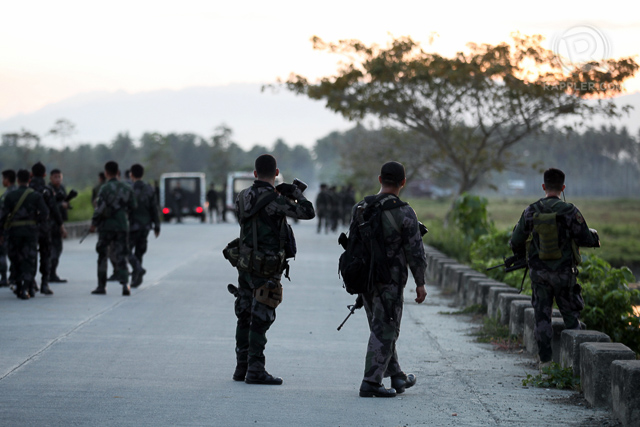AFTER EXODUS. Policemen man the highway leading to barangay Tukanalipao, Mamasapano, Maguindanao on January 25, 2015. Rappler file photo