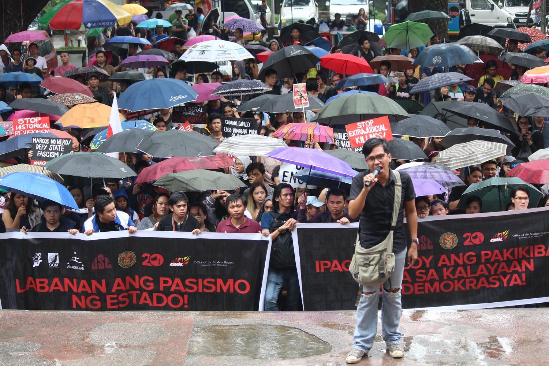 ANTI-MARCOS. UP Diliman students hold a protest rally at the Palma Hall on November 25, 2016, against the burial of the late dictator Ferdinand Marcos at the Libingan ng mga Bayani. Photo by Joel Liporada/Rappler