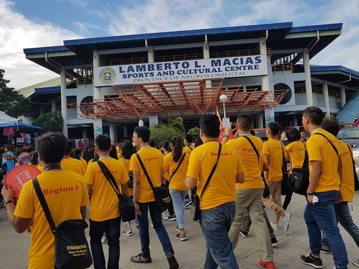 GOING FOR GOLD. Ilocos Region delegates entering Lamberto L. Macias Gym, the venue of the NSPC 2018 Opening Ceremonies. Photo by Shania Villarin/Ilocos Region