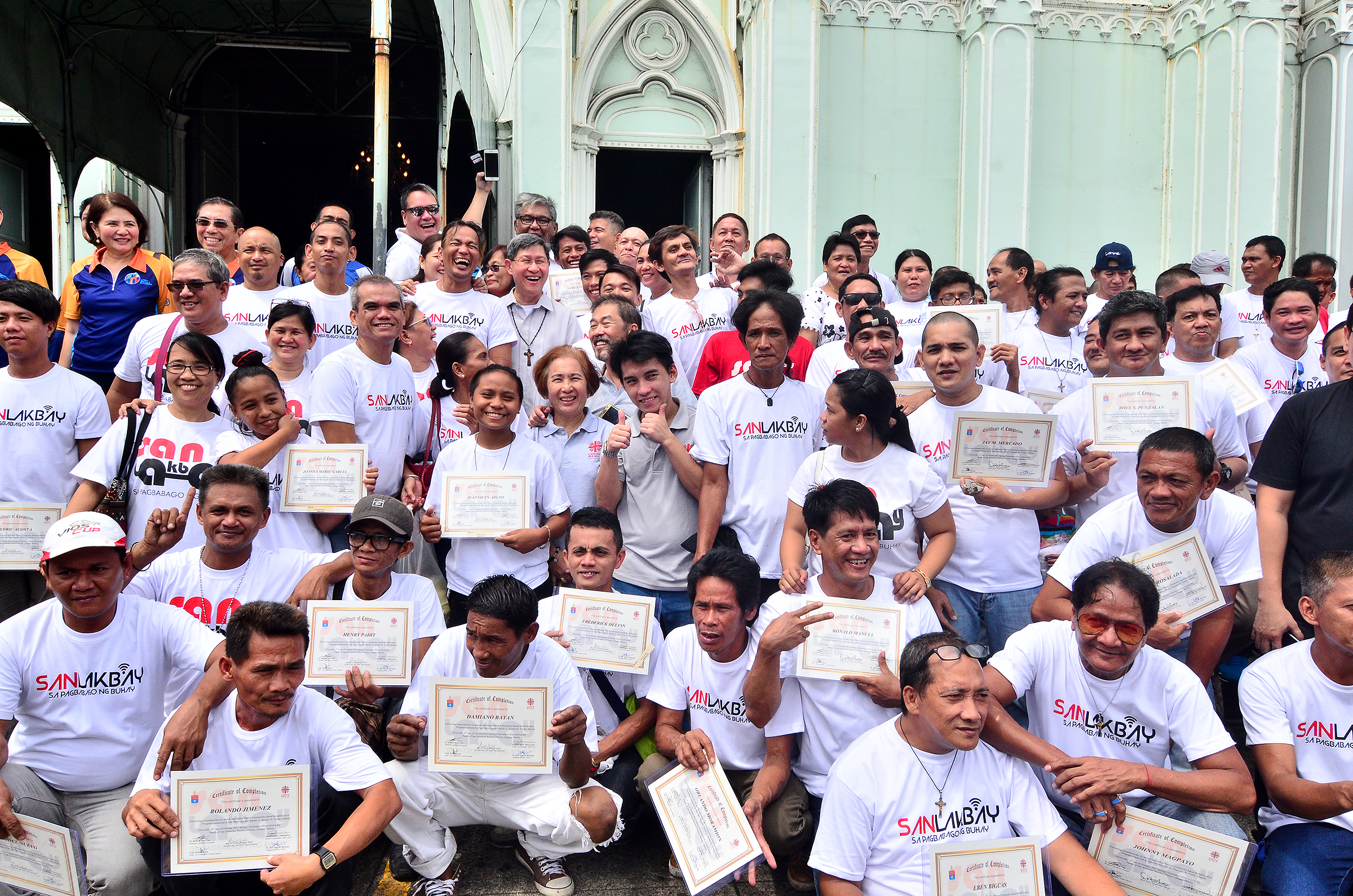 ALL SMILES. More than a hundred former drug dependents graduate from the Catholic Church's drug rehabilitation program. Photo by Maria Tan/Rappler