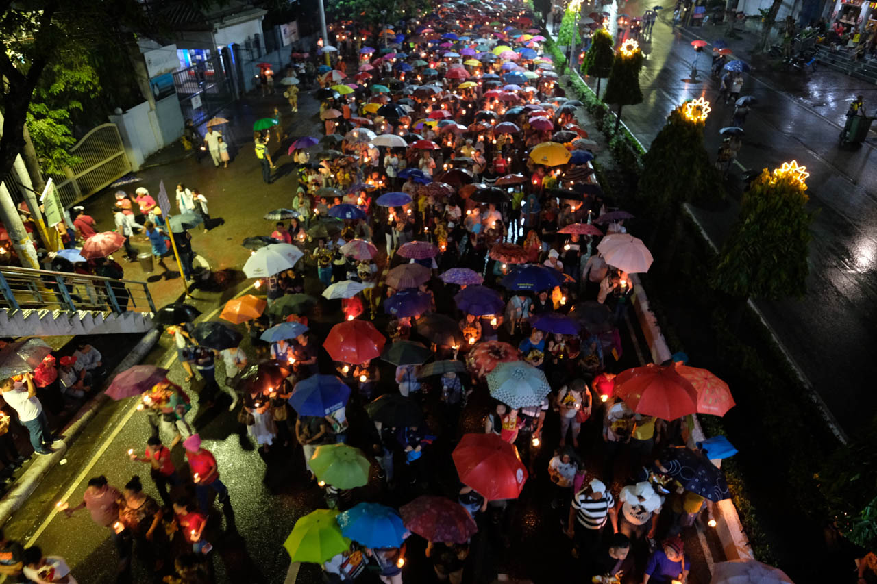 PROCESSION. Thousands join the procession during the first novena of the Fiesta Senyor