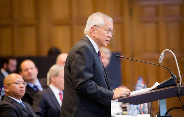 TOP DIPLOMAT. Philippine Foreign Secretary Albert del Rosario delivers an opening statement during a hearing in July on the Philippines' case against China. File photo courtesy of the Permanent Court of Arbitration