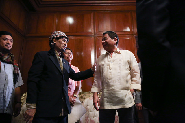 PEACE FOR MINDANAO. President Rodrigo Duterte talks to Moro National Liberation Front founder Nur Misuari at Malacañang Palace on November 3, 2016. Photo by King Rodriguez/ Presidential Photo