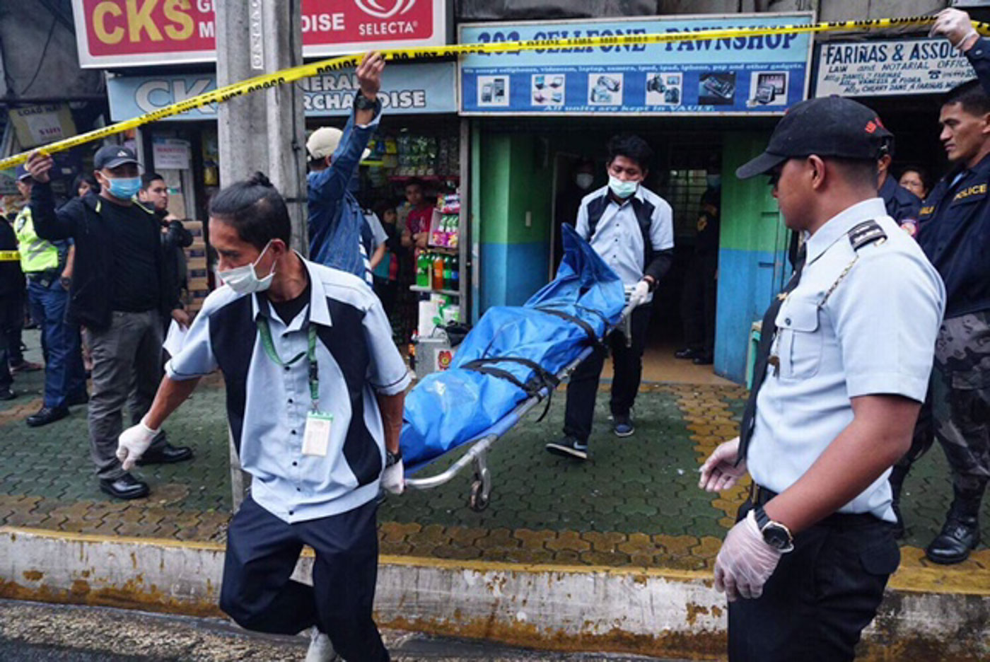CRIME SOLVED. The body of 22-year-old Lindsay Valdez is brought outside the Baguio City pawnshop she worked in. Contributed photo