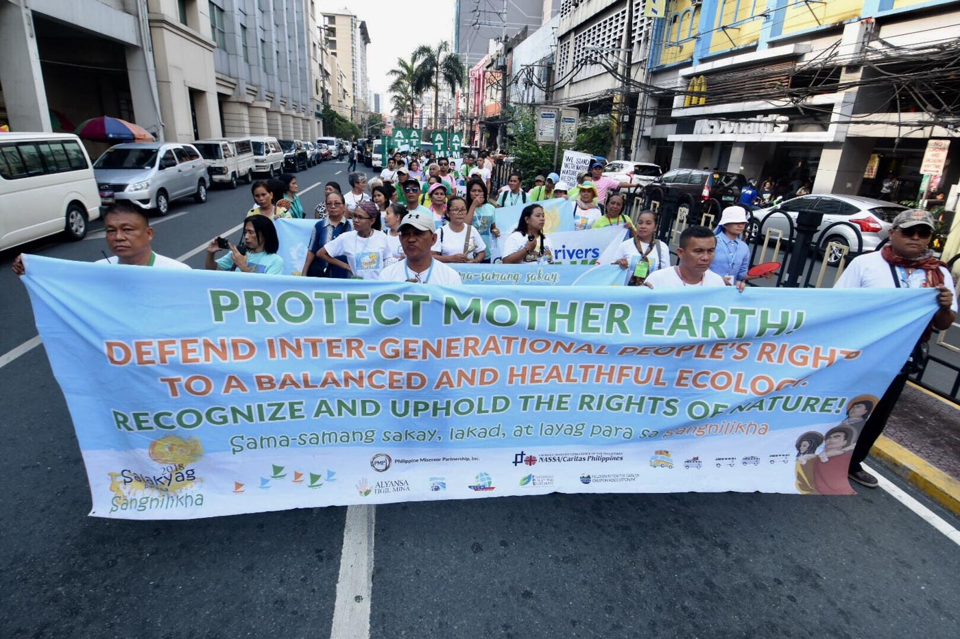 SALAKYAG. Groups join the march to Mendiola to celebrate World Environment Day. Photo by Angie de Silva/Rappler