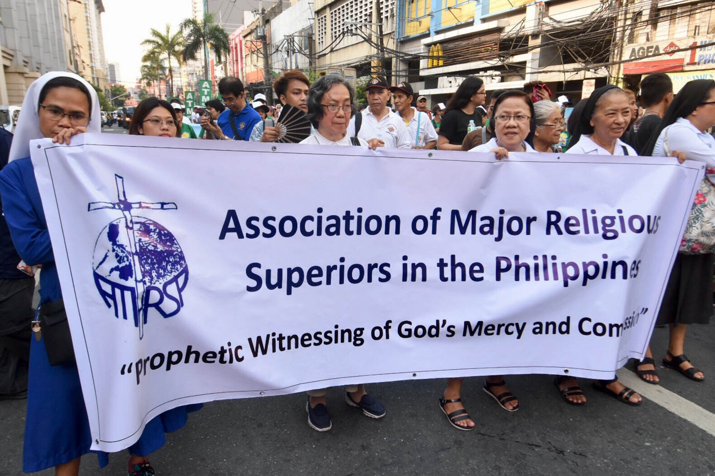 PROTEST. Religious organizations join in the symbolic march to Mendiola on World Environment Day. Photo by Angie de Silva/Rappler