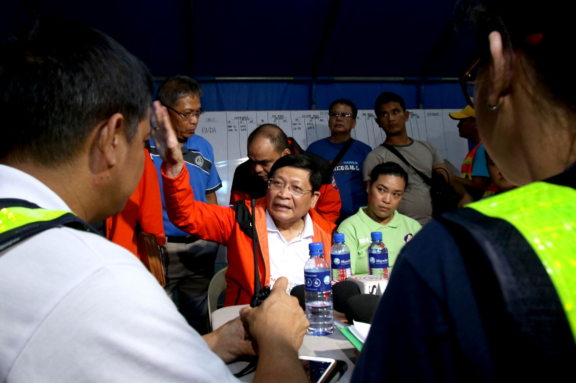 HEADQUARTERS. MMDA Chairman Danilo Lim assesses the situation with affected LGUs. Photo by Inoue Jaena/Rappler