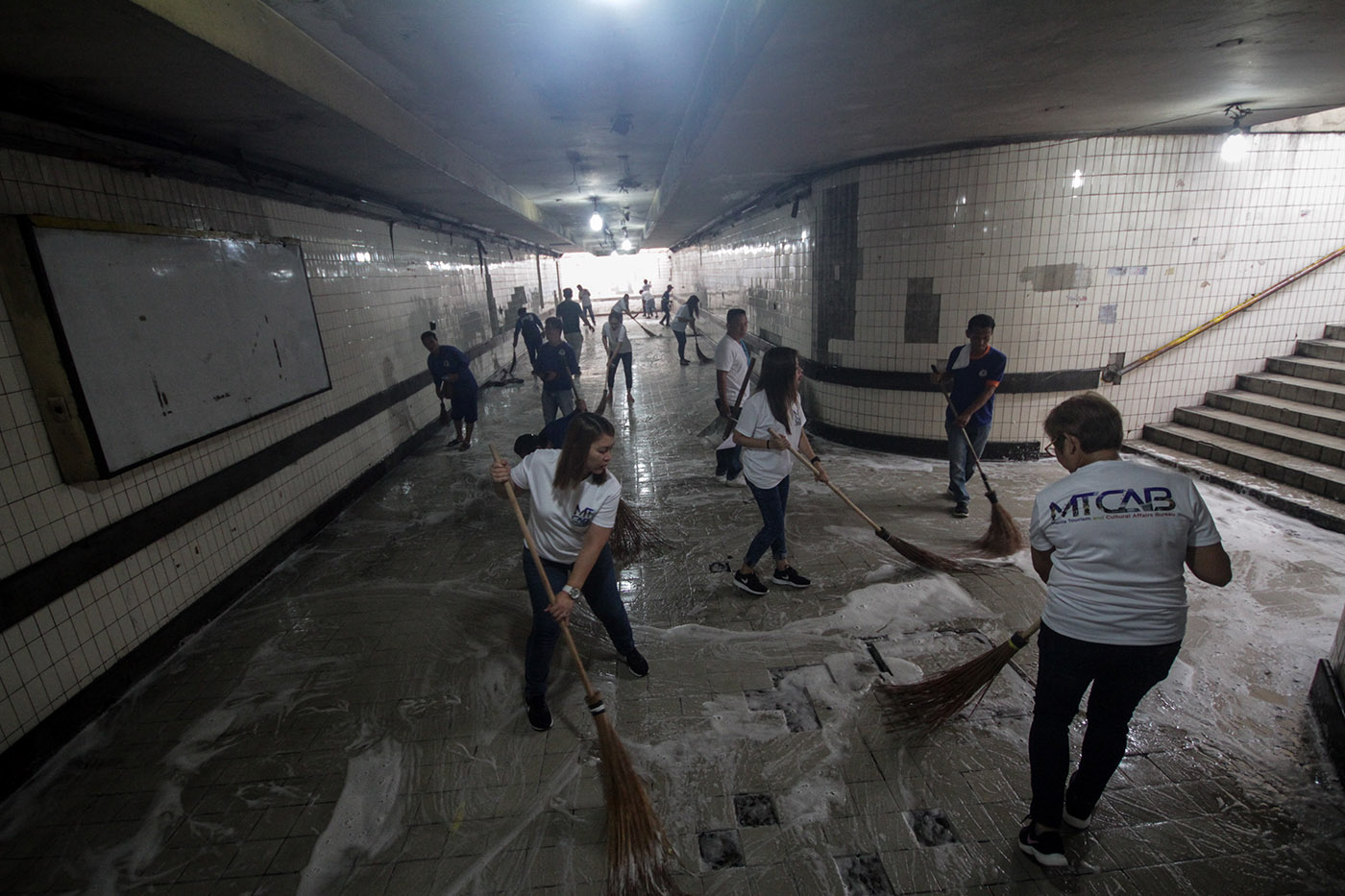 CLEANUP. Personnel conduct clearing operations at the underpass near Manila City Hall on July 16, 2019. Photo by Lito Borras/Rappler