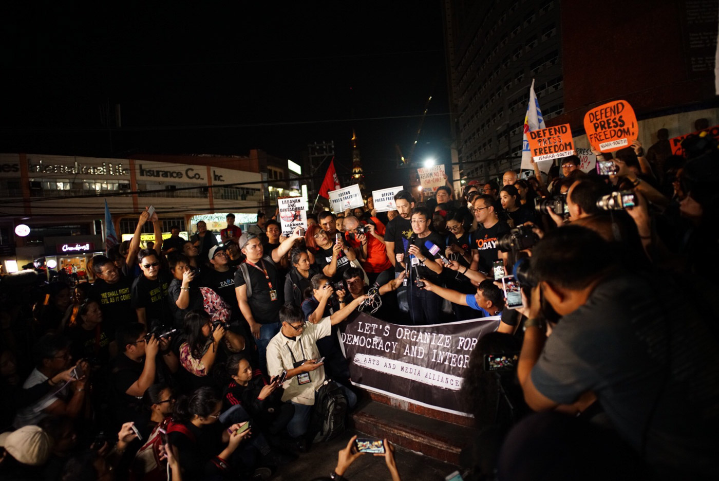 BLACK FRIDAY. The #BlackFridayForPressFreedom gathers at least 300 attendees from media groups, press freedom advocates, student groups, artist groups, and the academe. Photo by Martin San Diego/Rappler