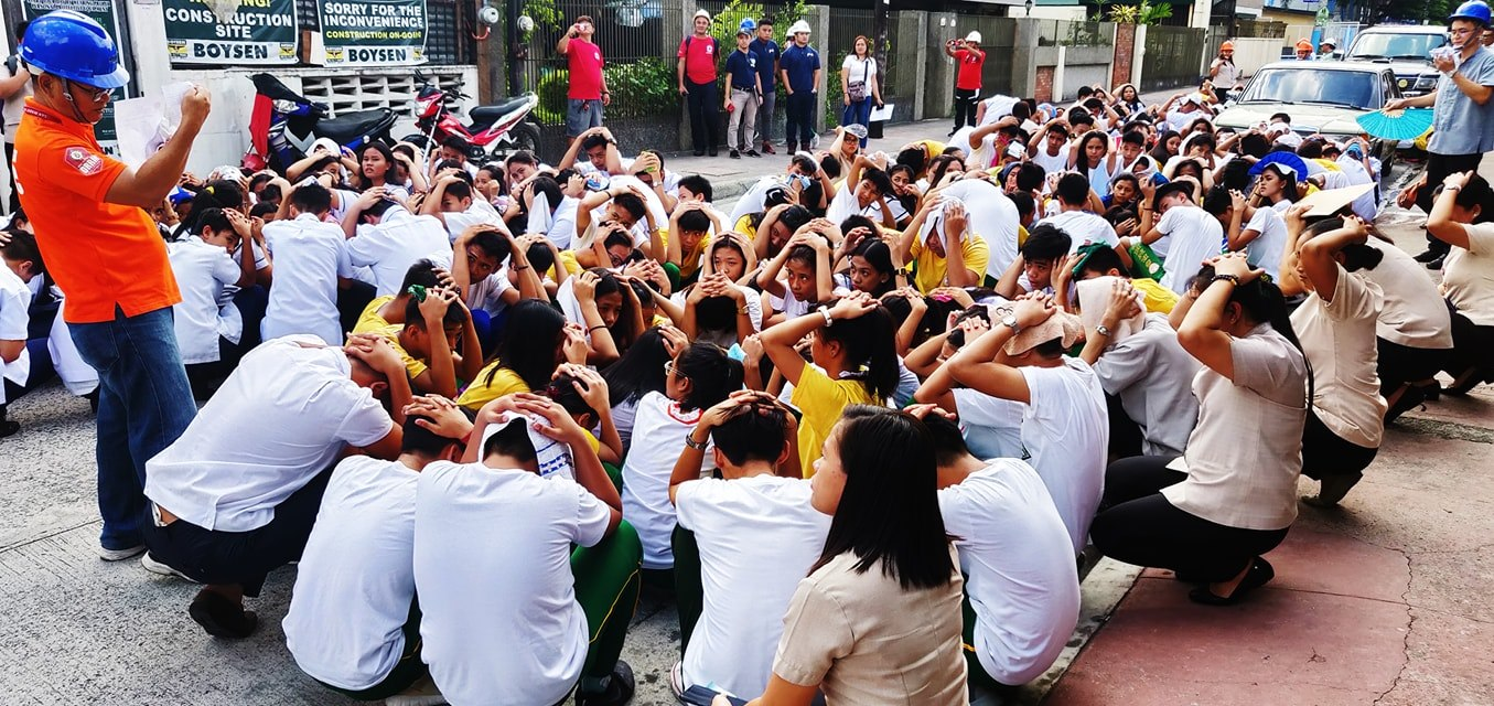 HOLD. Students and staff of San Roque National High School in Markina City. Photos by Jr Casimiro